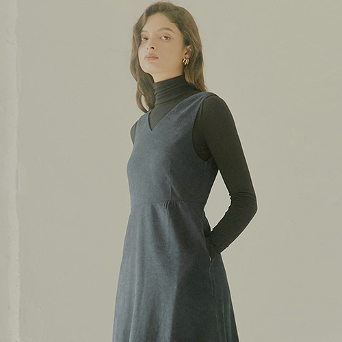 [몽돌] BACK STRAP PEACHSKIN DRESS NAVY