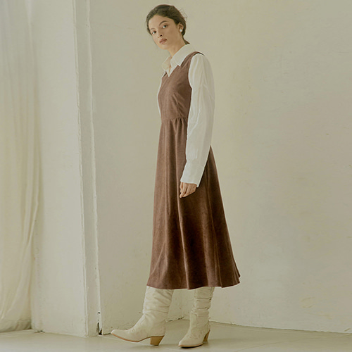 [몽돌] BACK STRAP PEACHSKIN DRESS BROWN