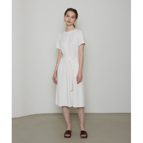 [몽돌] WAIST PIN TUCK DRESS L.BEIGE